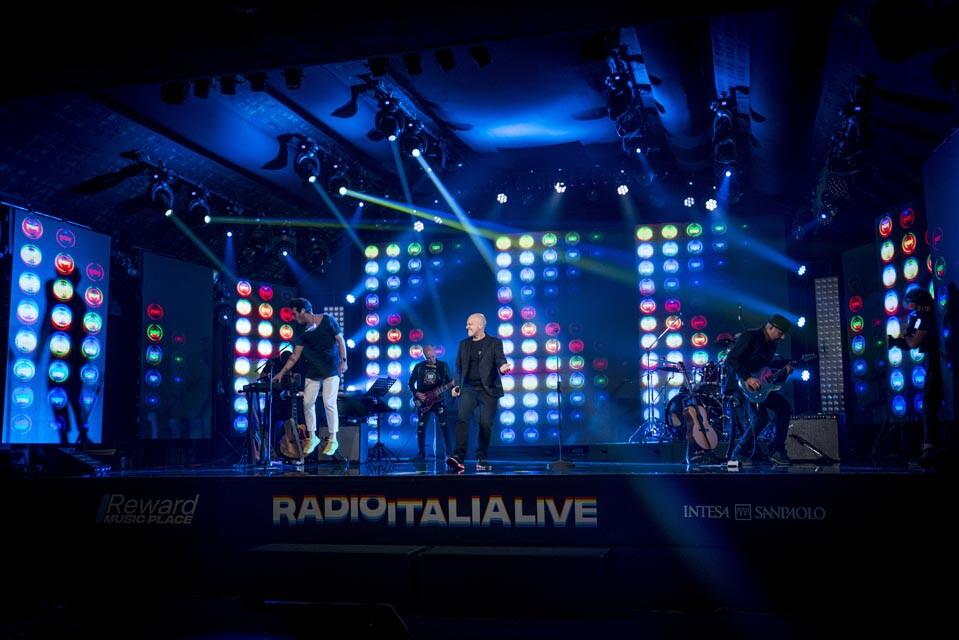 MAX PEZZALI A RADIO ITALIA LIVE (04/12/2020)