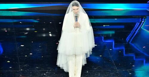Sanremo 2021 è all'insegna del look da sposa