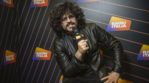 """Francesco Renga, un papà ai fornelli che si sente dare... del """"vecchio"""""""