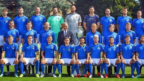 Spinazzola torna in Nazionale per la foto di gruppo da Campioni d'Europa