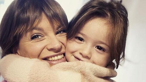 """Alessandra Amoroso canta """"Tutte le volte"""" con la nipotina. VIDEO"""